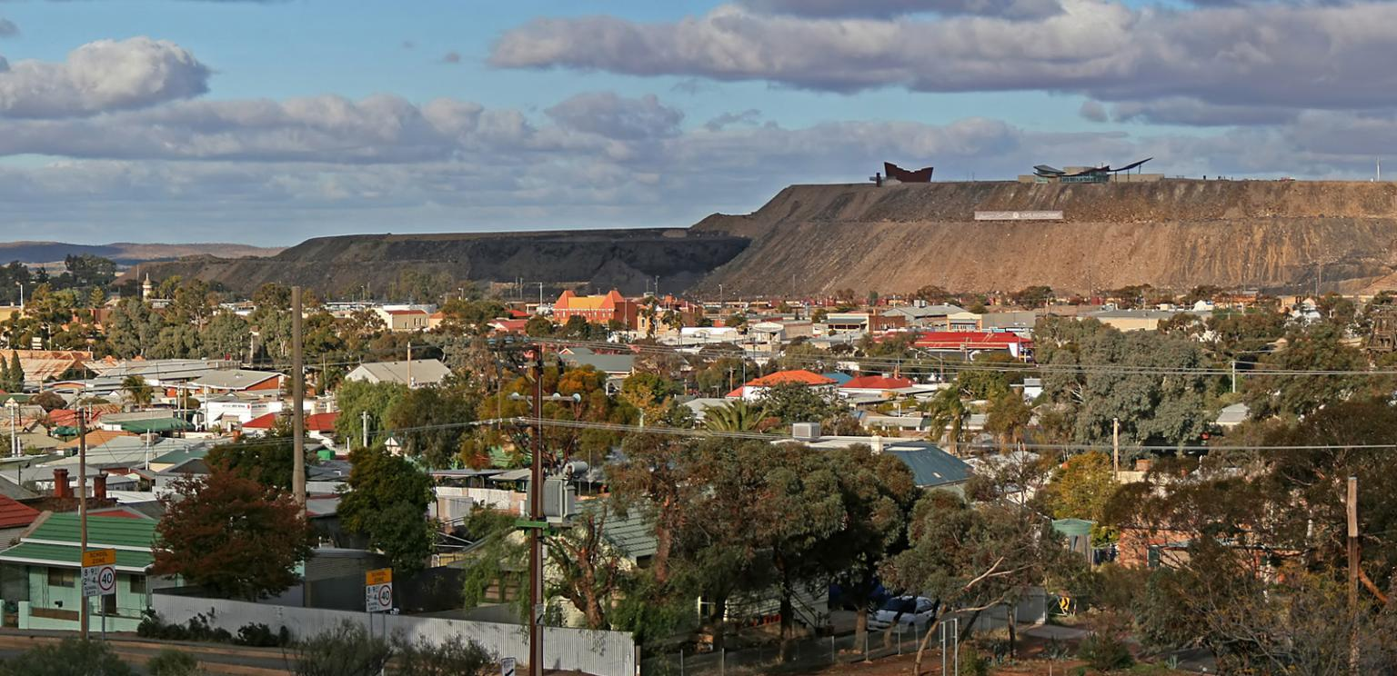 Wide angle view of the township of Broken Hill, in the distance is a mining facility.