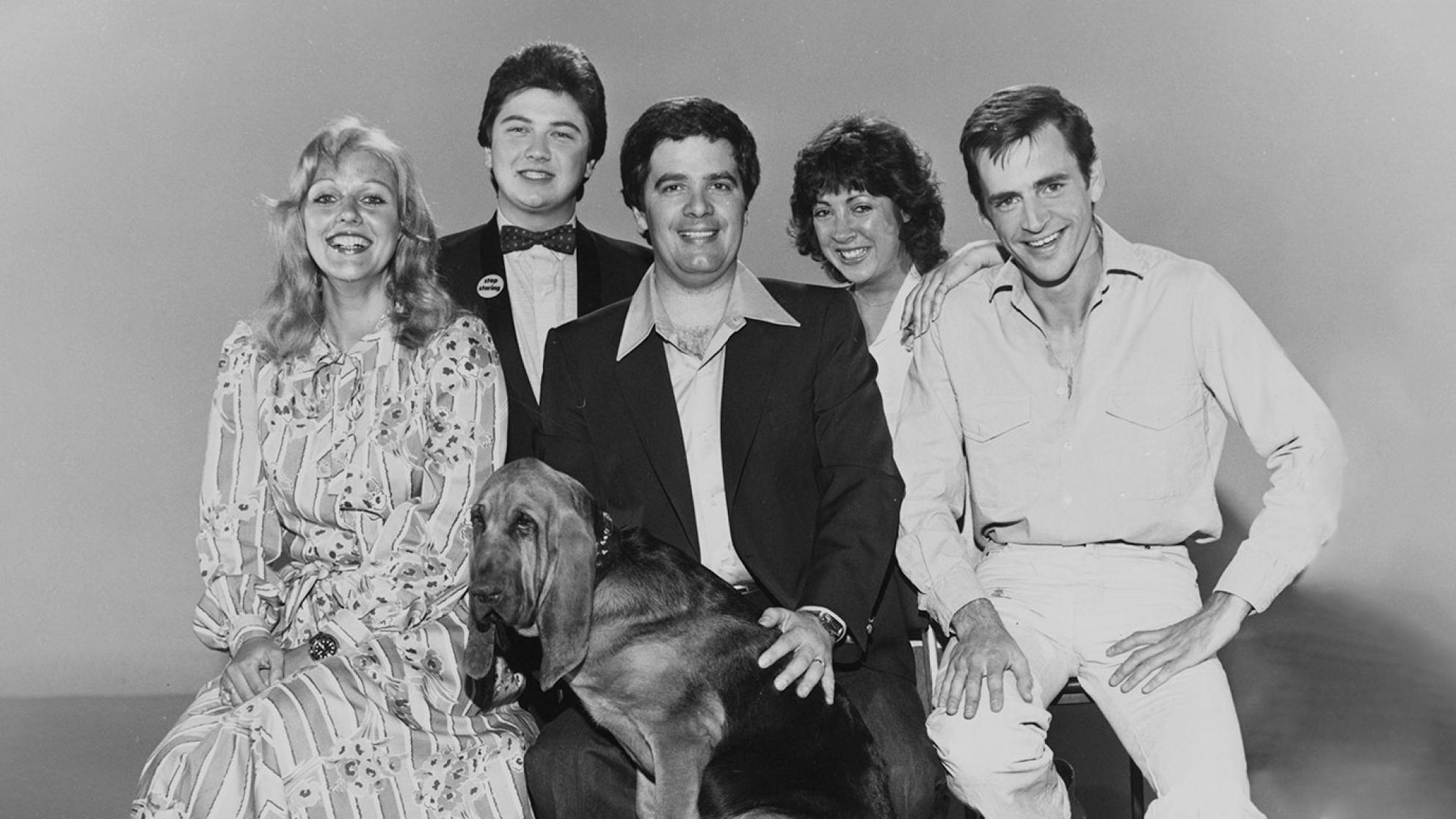 Simon Townsend's Wonder World Reporters from 1979, from left to right: Sandy Mauger, Jono Coleman, Simon Townsend, Angela Catterns and Adam Bowen. Front is Woodrow the Bloodhound