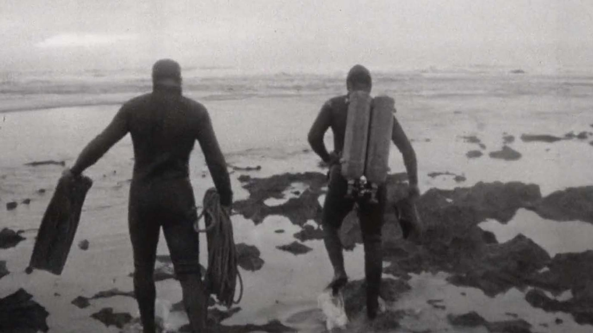 Two navy divers search for the missing prime minister, Harold Holt, along the Victorian coastline